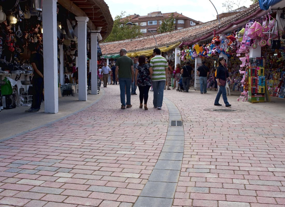 Feria de Albacete adoquines color toscana